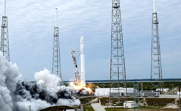 space x - falcon 9 CRS-2 - NASA Tony Gray and Robert Murray - public domain
